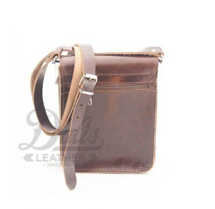 Δερμάτινη ανδρική τσάντα ώμου σε καφέ χρώμα. Διαστάσεις: Πλάτος: 15 cm Ύψος: 19.5 cm. #menbags