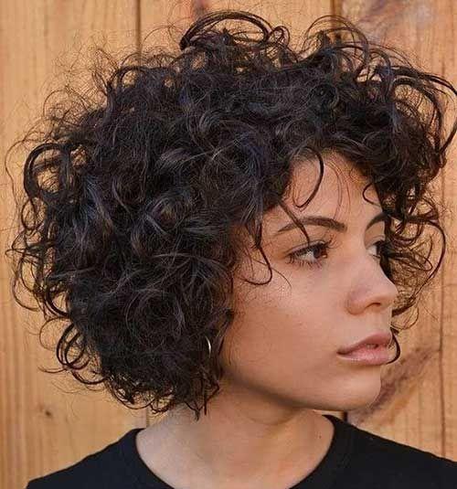 20 Neueste Frisuren Fur Kurzes Lockiges Haar Kurzes Lockiges Haar Frisuren Lockige Haare