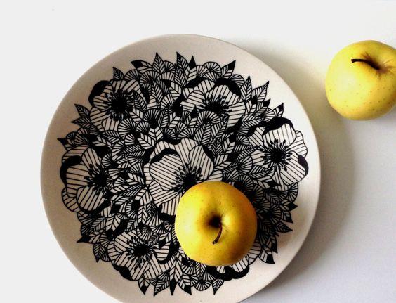 dekoratives Tafelgeschirr ausgeprägte Lamellen Struktur Tischschmuck