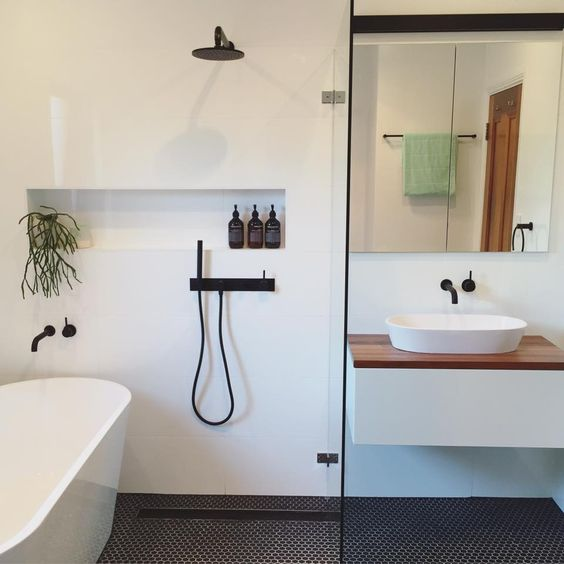 Layout for small bathroom