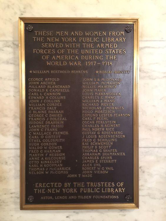 Homenaje de la Biblioteca Pública de Nueva York a sus trabajadores combatientes en las guerras mundiales