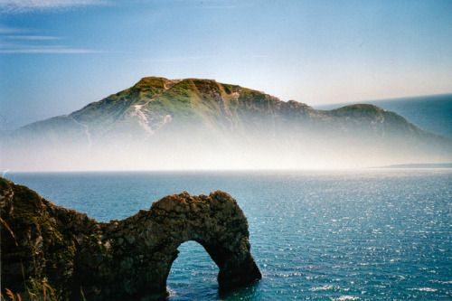 worldes:  Durdle Door Coast Path by Eyegelspy on Flickr.
