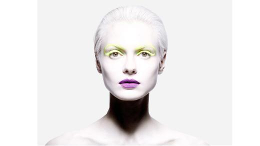 """Mit seinen Make-ups will Gallimore Geschichten erzählen. Sein ästhetisches Ideal bezeichnet er selbst als die """"Version eines verdrehten Märchens""""."""