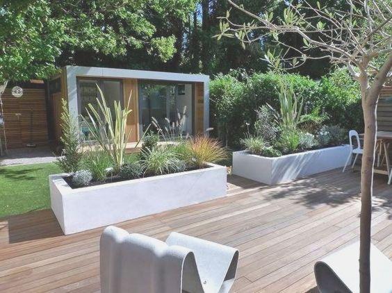 Hochbeete Im Garten Dienen Als Raumteiler Raumteiler Wohnzimmer Trennwand Ka Terrace Garden Design Urban Garden Design Modern Garden Design