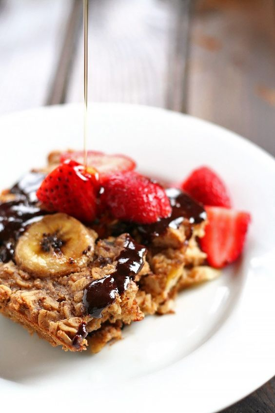 This Healthy Chocolate Peanut Butter Banana Baked Oatmeal is a satisfying breakfast to start your morning to feel full and energized all day!: