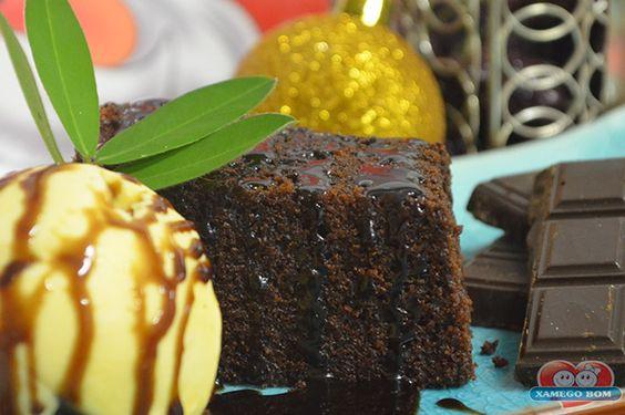 Chocolate e Sorvete são duas coisas que ninguém resiste, não é mesmo? Então experimente o delicioso Brownie de Chocolate com Sorvete, uma receita perfeita para servir na sua noite de Natal. http://xamegobom.com.br/receita/brownie-de-chocolate-com-sorvete/