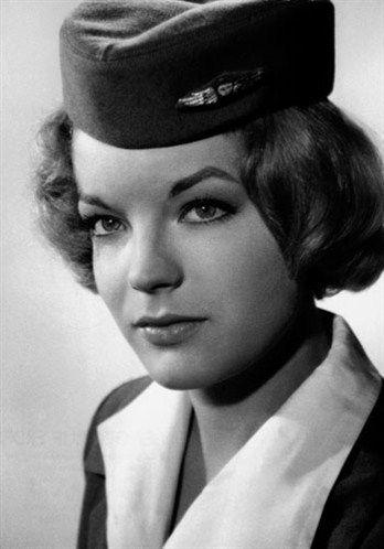 """Romy Schneider als Flugbegleiterin in der Romanze """"Ein Engel auf Erden"""" 1959"""