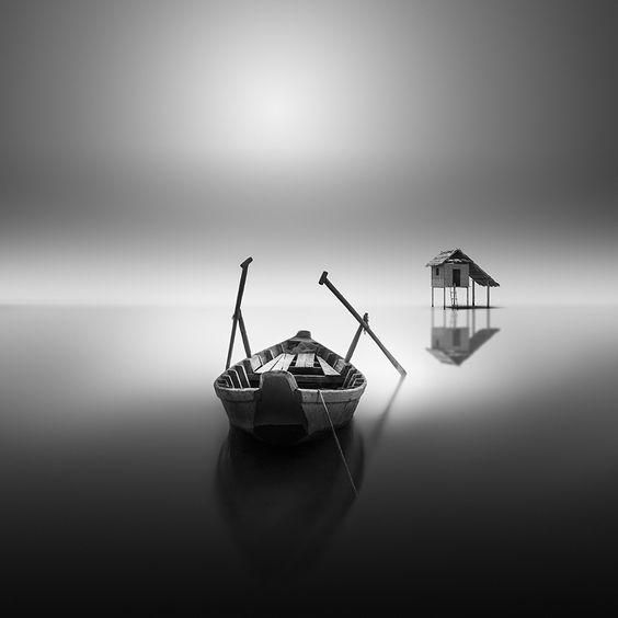 Le delicate foto in bianco e nero di Vassilis Tangoulis | Collater.al