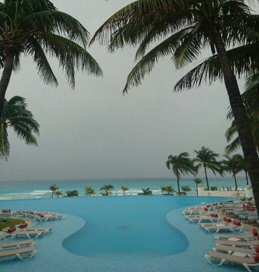 Lloviendo ☔ en Cancun