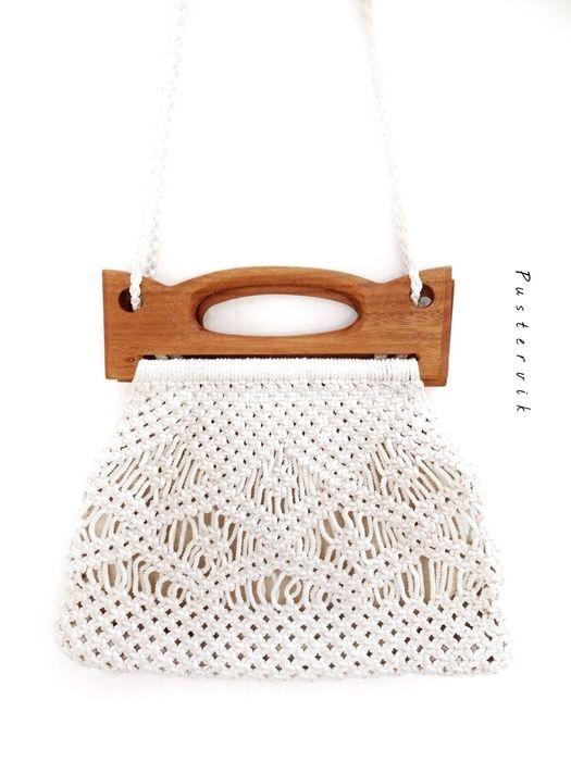 Mein 70er Hippie Häkel Tasche Holz Scandinavian Design von true vintage! Größe Uni für 47,00 €. Sieh´s dir an: http://www.kleiderkreisel.de/damentaschen/handtaschen/136383793-70er-hippie-hakel-tasche-holz-scandinavian-design.