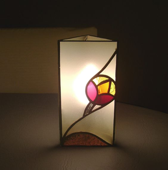lámpara vitraux triangular