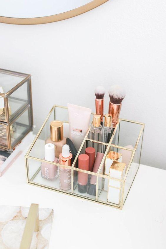 Porta objetos acrílico dourado para organizar maquiagem