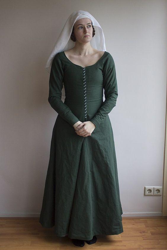 Medieval kirtle & veils