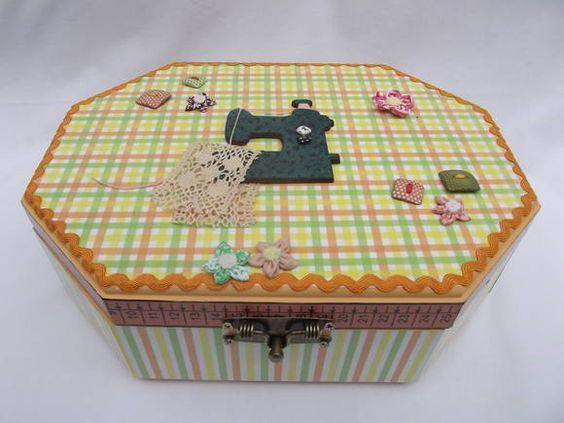 Caixa de costura oitavada em MDF, decorada com decoupage, botões e aplique de madeira revestido em tecido. Pode ser feita em outras cores. Execução: Atelier da ponte R$ 85,00