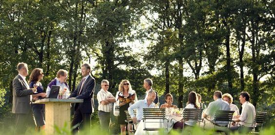 Floriade 2012 is dé uitgelezen kans om u te verwelkomen met onze zuidelijke gastvrijheid en te laten genieten van het Limburgse Bourgondische leven.  Tijdens de Weekenden van de Smaak staat alles in het teken van smaak. Op een gezellige smaakmarkt in het hart van het Vriendenbos proeft u van heerlijke streekproducten, bereiden we bijzondere gerechten tijdens kookdemonstraties en tijdens een aantal spraakmakende evenementen staan lekkernijen uit de tuinbouw centraal.
