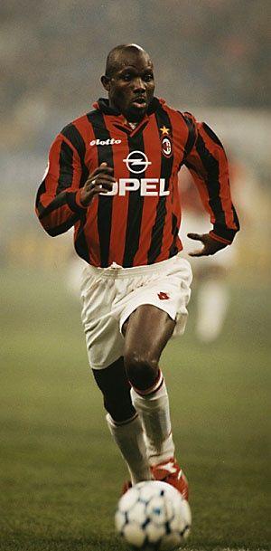 George Weah no auge de sua carreira pelo  Milan