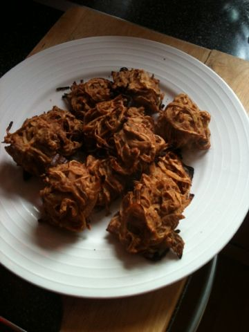 Vicki-Kitchen: Onion bhaji ( slimming world friendly)