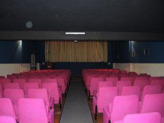 Cinéma Eden : Le Cinéma Eden de St-Cast-le Guildo est une salle à la fois rustique et moderne avec un total de 249 sièges dont 64 en balcon.  Il projette des séances en 3D.