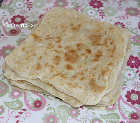 Le msemmen est un carré de pâte à base de farine (ou farine additionnée de semoule), d'eau, et de sel, très finement étalée, huilée et repliée plusieurs fois, puis cuite sur une plaque en fonte. En Algérie, les msemmen sont servis chauds ou froids, au...