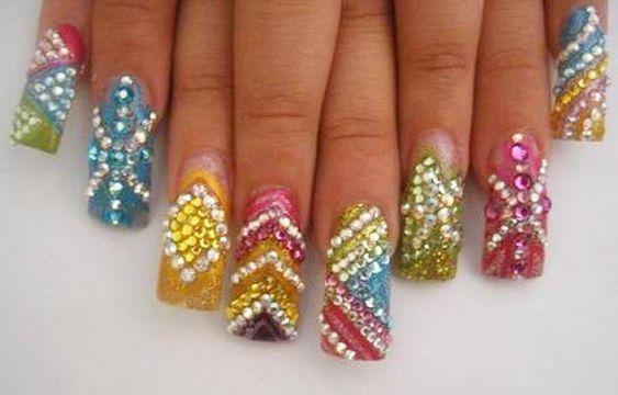 Diseños de uñas con piedras de cristal, diseño de uñas piedras sinaloa.   #diseñodeuñas #nailart #uñasdeboda
