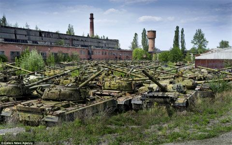 Real Live Battlefield: Video Game 'Map' Mirrors Ukraine Tank Depot, Pits Russia vs. USA  Here are 7 facts you MUST know before disaster strikes - http://patriotproducts.org/go/surviving-after-crisis/  Posted on March 4, 2014, 12:00 am from http://feedproxy.google.com/~r/SHTFplan/~3/3Spp4fcpRoY/real-live-battlefield-video-game-map-mirrors-ukraine-tank-depot-pits-russia-vs-usa_03032014