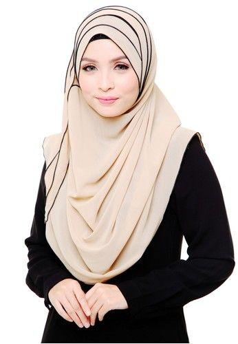 Nadine Shawl Black Seams - Vanilla from Ms.Husna Hijab in beige_2