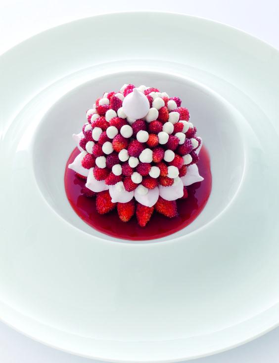 Art de la table g teau vacherin aux fraises des bois for La table a dessert