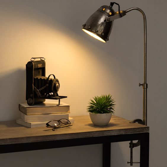 Lampe de bureau visser en m tal h 60 cm fabrique for Lampe de bureau maison du monde