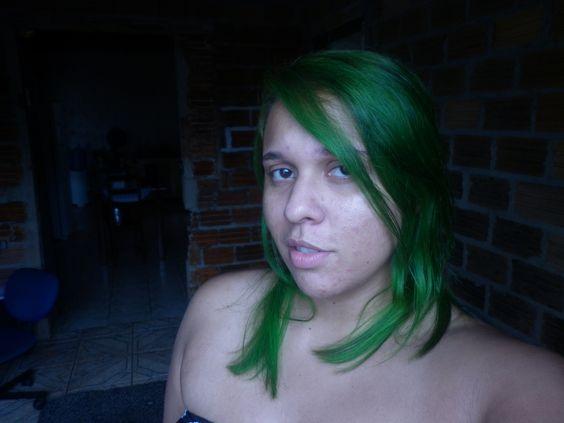 Que saudade dos meus longos cabelos verdes. :/