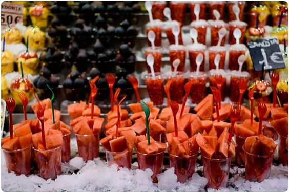 Obstbecher für 1 Euro am Markt in  Barcelona-MasSalagros-Ecoresort-Biohotels
