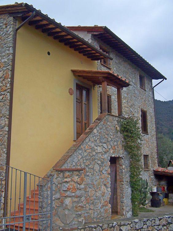 Farmhouse in rolling Tuscany hills..www.lucaevillas.it