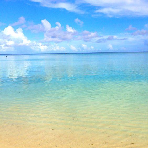グアムのビーチからみた水平線