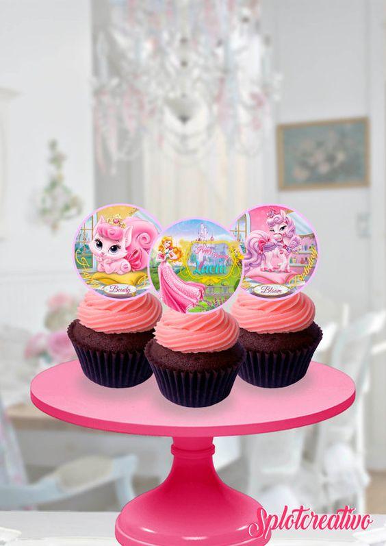 Cupcake Topper Sleepy Beauty and Pets! Whisker haven, Bloom, Beauty, Aurora. Disney Princess Aurora. / Topper de torta de la Bella Durmiente y sus mascotas Bloom y Beauty.