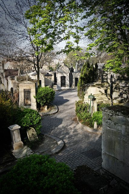 Père-Lachaise Cemetery, Paris XX        NOW, THIS IS MORE LIKE IT ……..I'M SURE THE INHABITANTS REST BETTER KNOWING IT IS SO NEAT AND WELL KEPT………..YEAH!! YOU BETCHA…………ccp