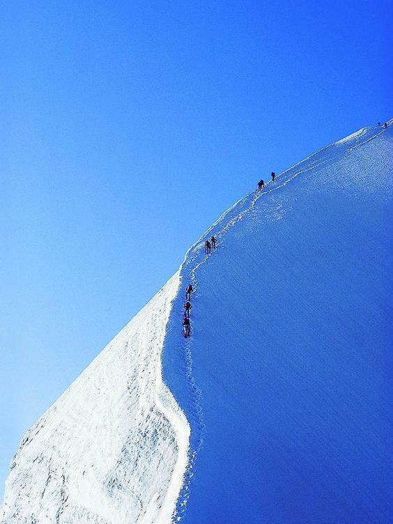 Bergsteiger auf dem Biancograd Piz Bernina  Weitere Impressionen gibt es hier: http://www.schoene-aussichten.travel/aktivitaet/winter/aktiv/langlauf-tourengehen/  © graubuenden ferien
