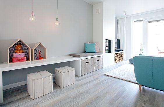 Met ons concrete indelingsadvies, kleuradvies en lichtplan zijn onze opdrachtgevers zelf aan de slag gegaan. We zijn trotst op het resultaat. Een frisse, moderne en romantische woonkamer.