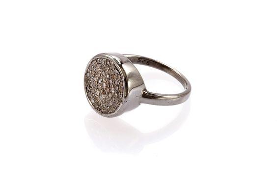 Composizione:anello realizzato in argento 925 con rodio nero e cornice interamente tempestata con piccoli diamanti ice.