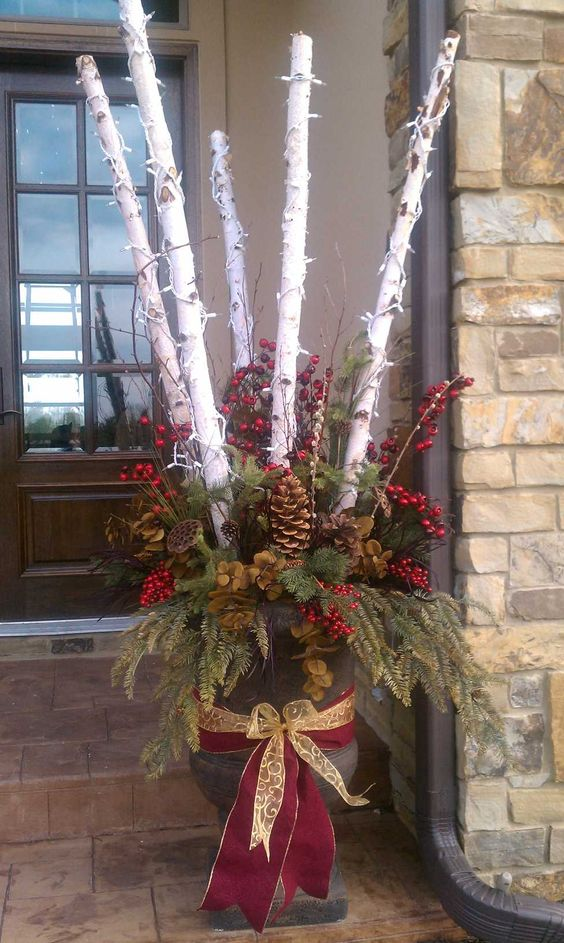 Christmas urn arrangement noel pinterest beautiful - Deco avec des branches d arbres ...
