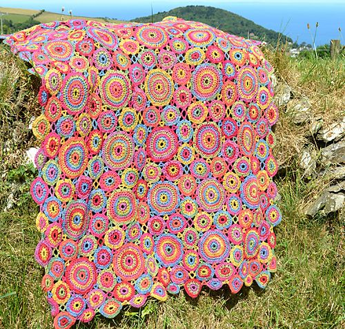 Ravelry: Project Gallery for Kissing Circles Crochet Afghan/Blanket pattern by Amanda Perkins