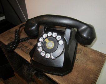 Reloj de pared moderno vieja escuela teléfono negro y por decoylab