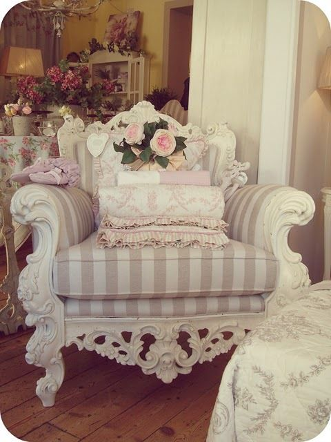 1000 ideas about overstuffed chairs on pinterest chair for Poltrone shabby
