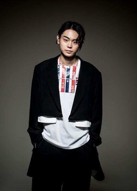 ブラックが印象的なかっこいい菅田将暉の最新画像