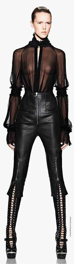 Alexander McQueen v - OMG I LOVE IT SO MUCH I CANNOT FUCKING HANDLE IT I WANT THIS OUTFIIIIT!!! ❤️❤️❤️