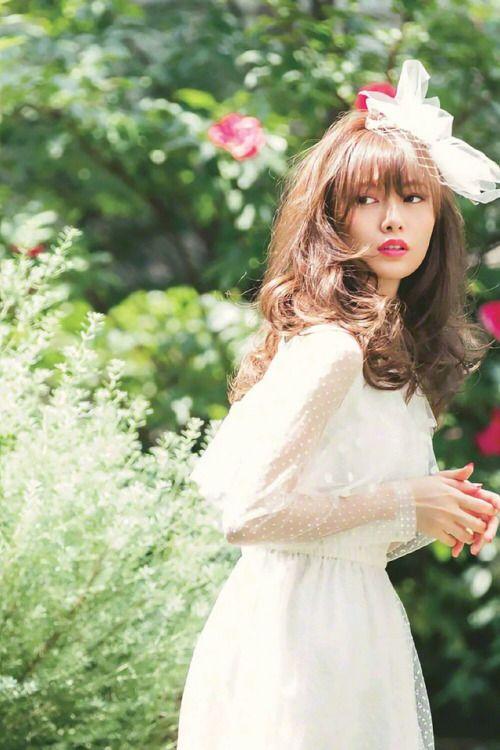 お姫様系の白石麻衣