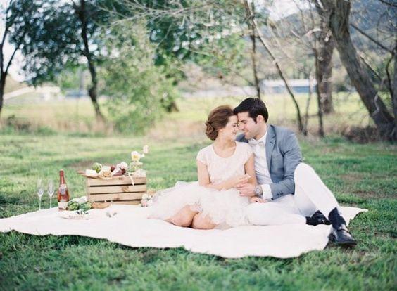 Picnic Engagement Ideas by Esmeralda Franco Photography | photography by http://www.esmeraldafranco.com/