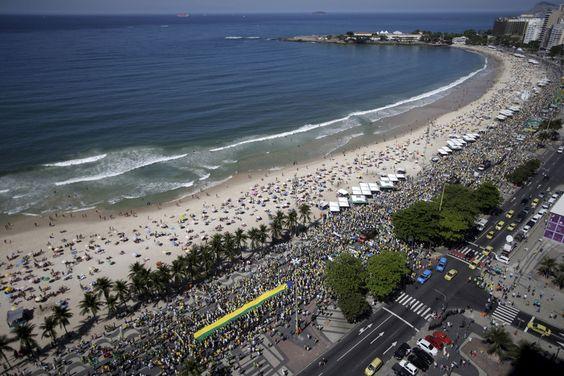 Les Brésiliens dans les rues contre Dilma Rousseff