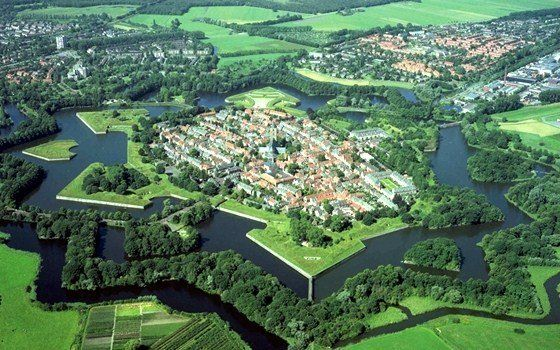 Naarden is a beautiful town in the green Gooi region. The city is one of the best preserved fortified towns in Europe. Naarden was one of the most important defense works of the New Dutch Waterline and still is breathtaking.