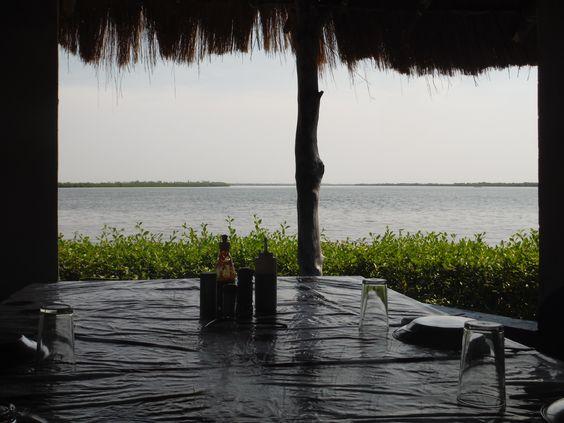 """Petit resto """" les pieds dans l'eau chez Gilbert"""" Carabane Wendaye, Casamance Sénégal"""