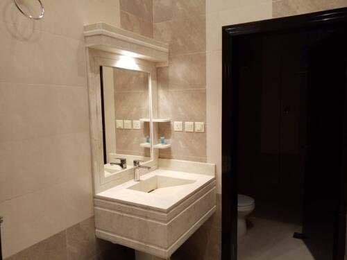 ابيات للشقق الفندقيه فنادق السعودية شقق فندقية السعودية Bathroom Mirror Bathroom Lighting Lighted Bathroom Mirror