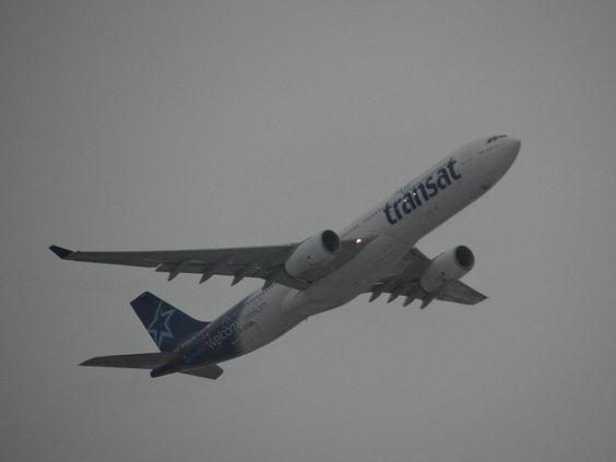 Air Transat, Aéroport de Montréal.